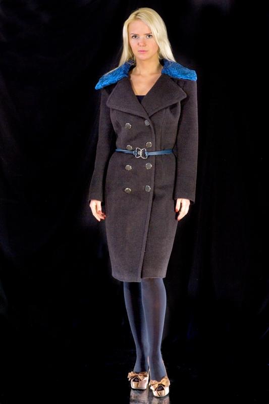 Пальто с воротником из каракульчи