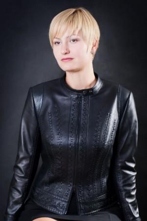 Кожаная куртка с ручным плетением