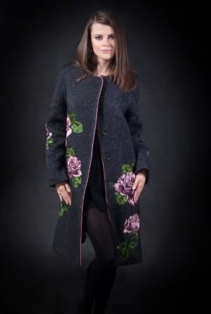 Пальто из твида с ручной вышивкой