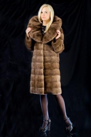 Меховое пальто с воротником